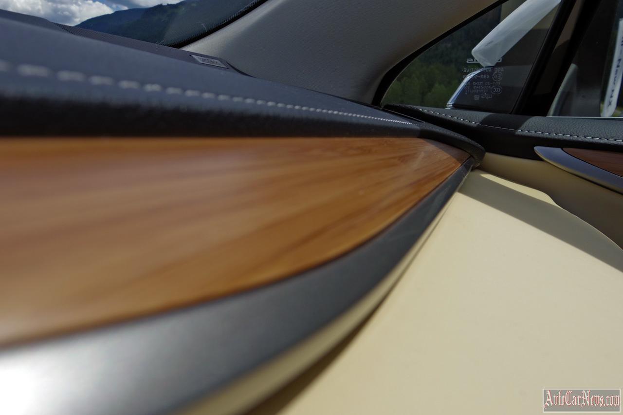 2015 Lexus NX 300h Photos