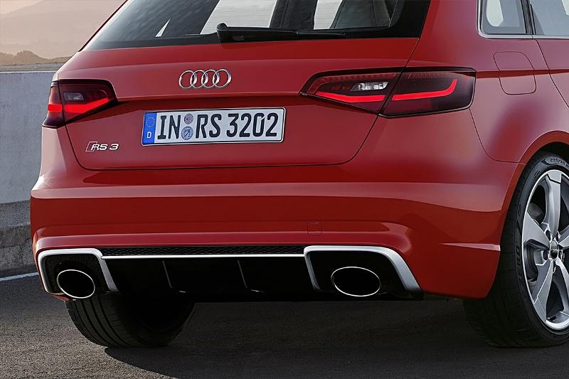 2015-Audi-RS3-Sportback-Photo-03