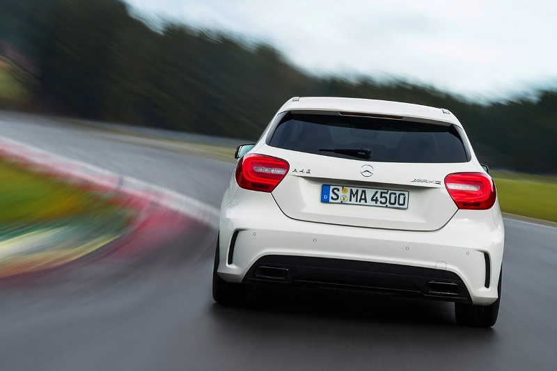 2015-Mercedes-Benz-A45-AMG-Photo-05