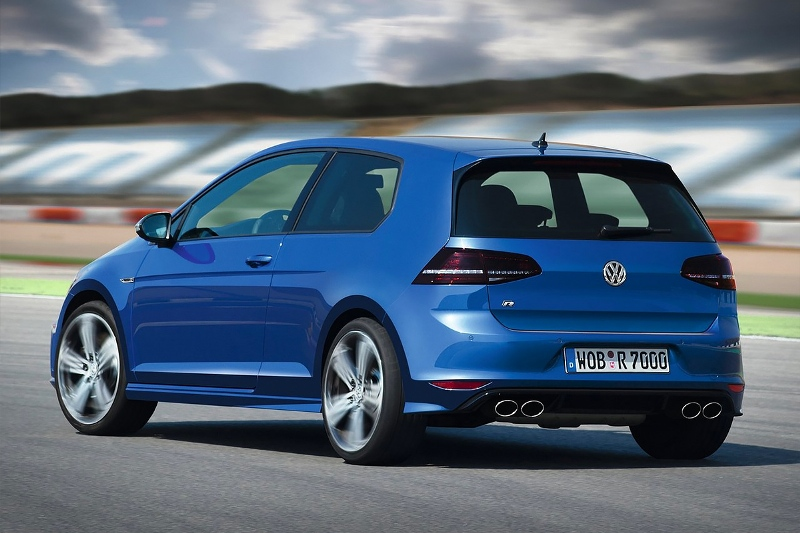2015-Volkswagen-Golf-R-Photo-07