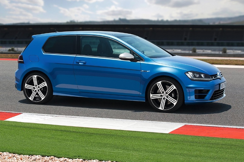 2015-Volkswagen-Golf-R-Photo-08