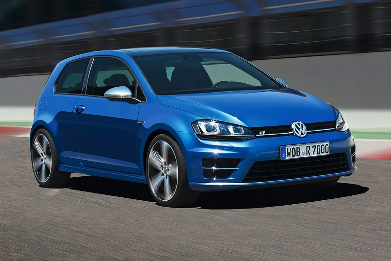 2015-Volkswagen-Golf-R-Photo-09