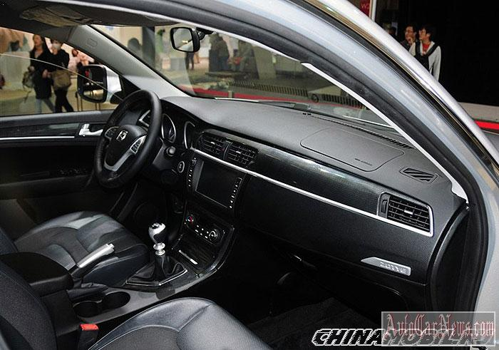 2015-zotye-t600-int-photo-03