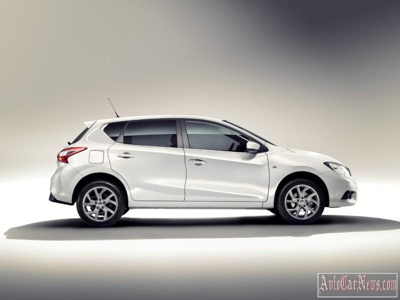 2015_nissan_tiida_photo-13