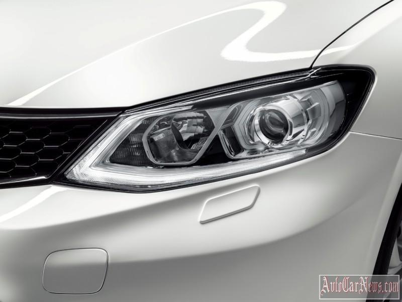 2015_nissan_tiida_photo-14