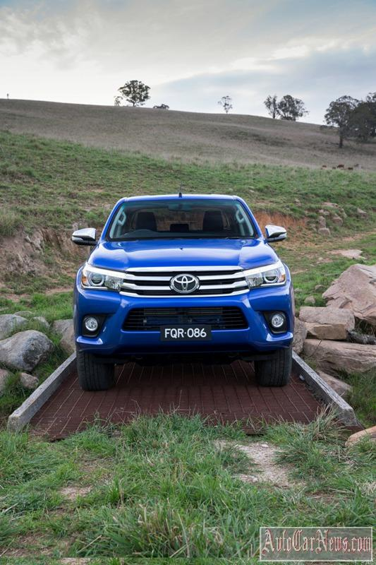 2016_toyota_hilux_photo-13