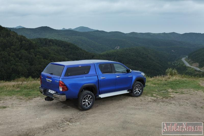 2015_toyota_hilux_photo-02