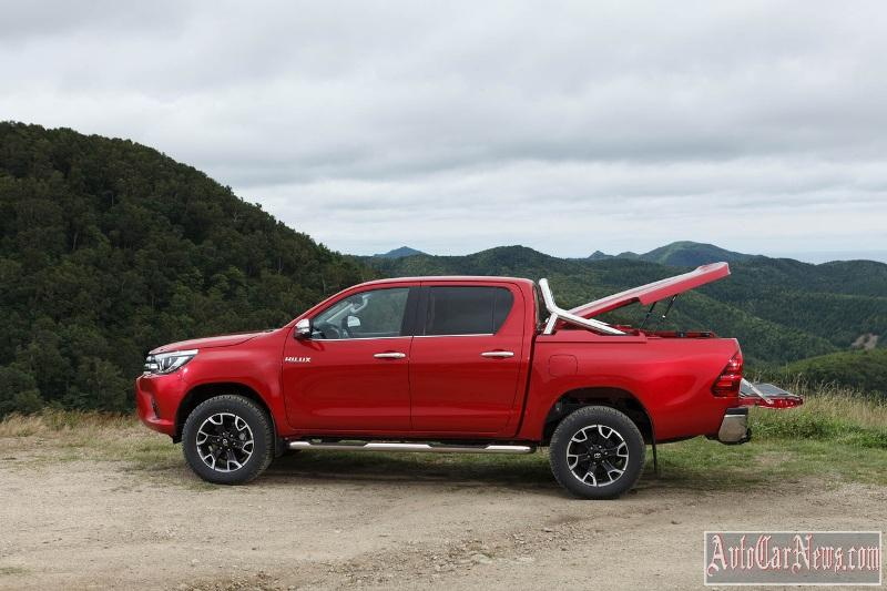 2015_toyota_hilux_photo-05