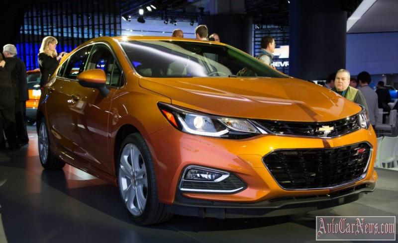 new_chevy_cruze_hatch_2017_photo-00