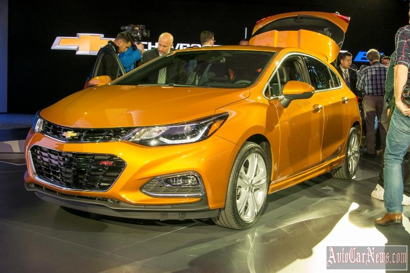 new_chevy_cruze_hatch_2017_photo-12