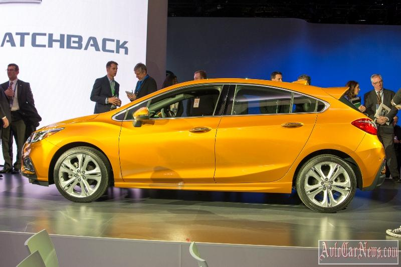 new_chevy_cruze_hatch_2017_photo-13