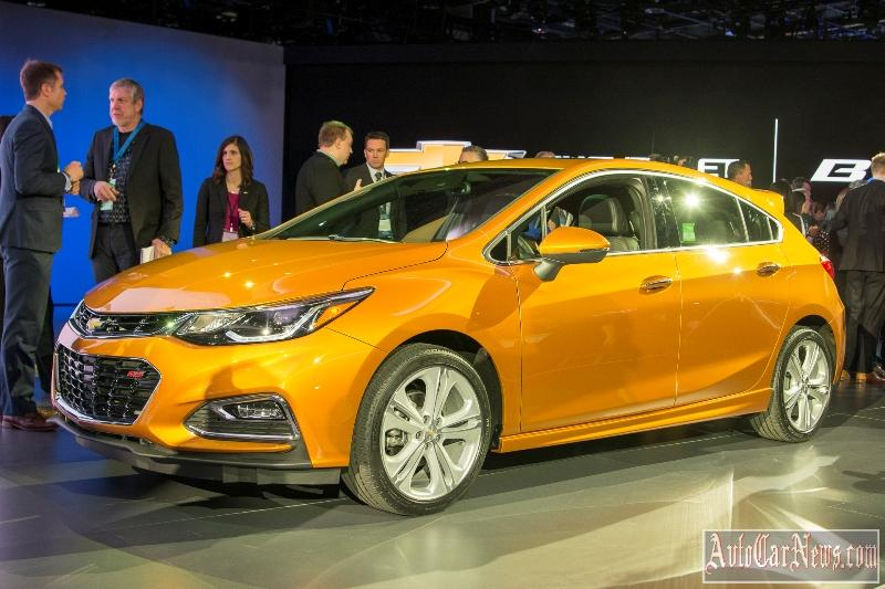 new_chevy_cruze_hatch_2017_photo-14