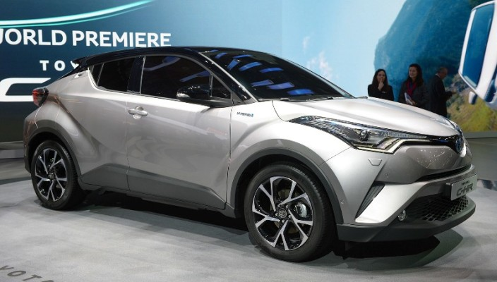 2017-toyota-c-hr-hybrid-geneva-12