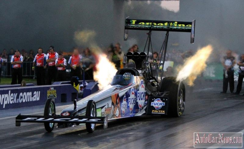 Считается, что при удачных раскладах дрэгстер Top Fuel набирает 100 км/ч за 0,7 секунды!