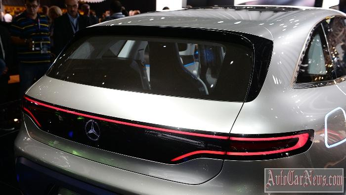 2017-mercedes-benz-generation-eq-concept-paris-2016-photo-08