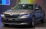 Чехи представили новую модель Skoda Superb 2016