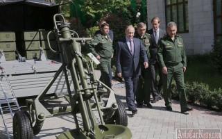 Как Путин не смог попасть в салон военного УАЗ Патриот