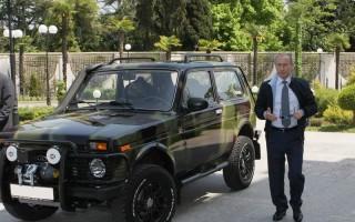 В Сети появился список машин Путина и его администрации