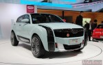 Прототип 2016 Qoros 2 SUV PHEV Hybrid сам находит розетку