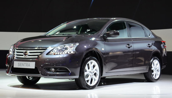 2015 Nissan Sentra sedan photos