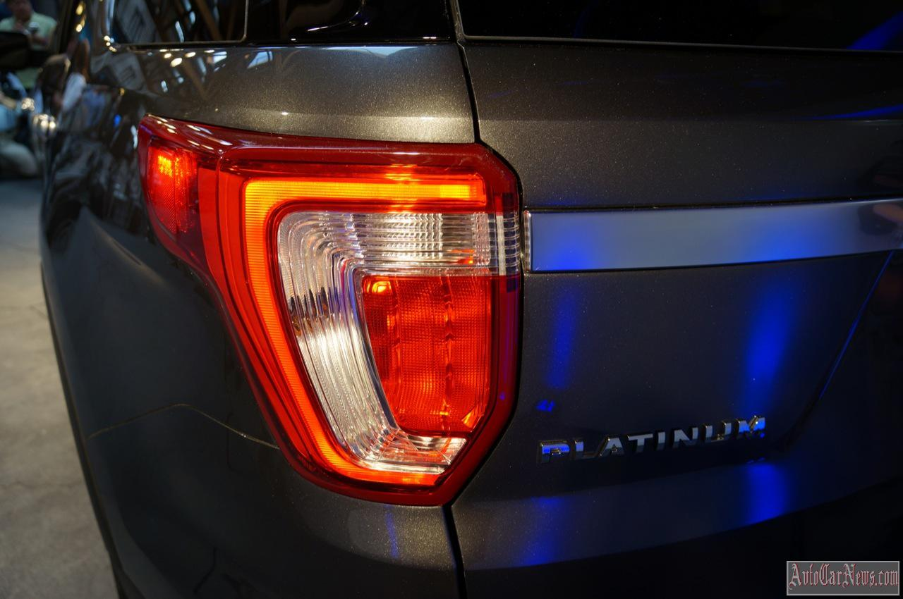 2015 Ford Explorer Live Reveal Photos