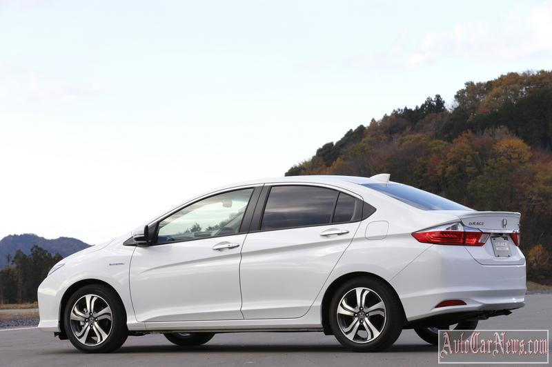 2015 Honda Grace Photo
