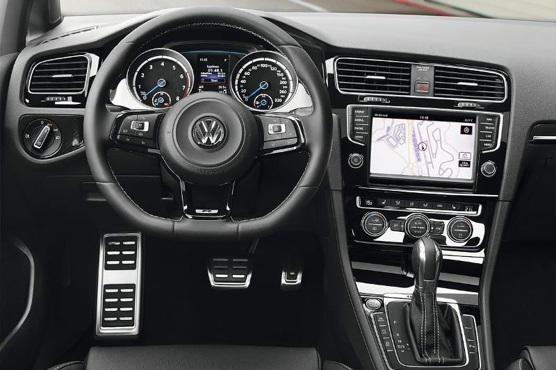2015-Volkswagen-Golf-R-Photo-02