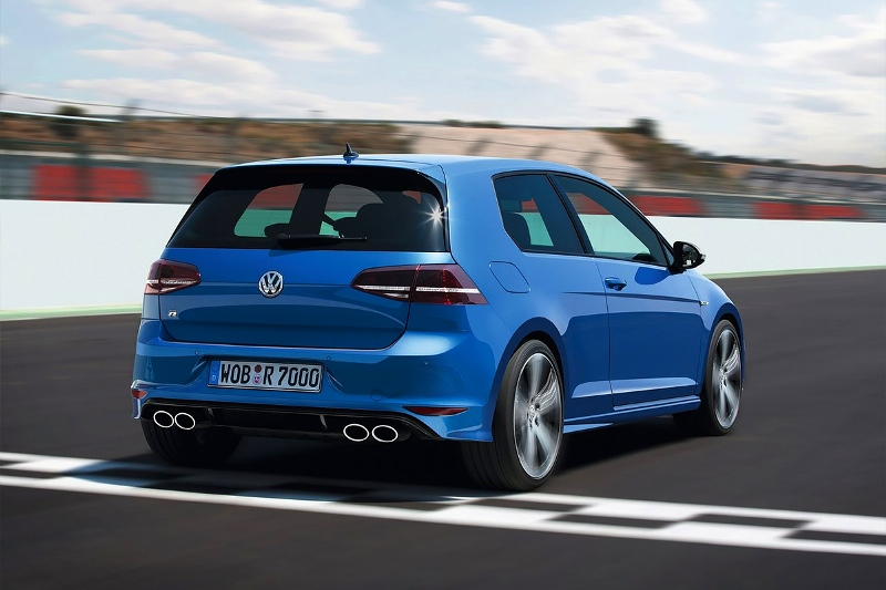 2015-Volkswagen-Golf-R-Photo-06