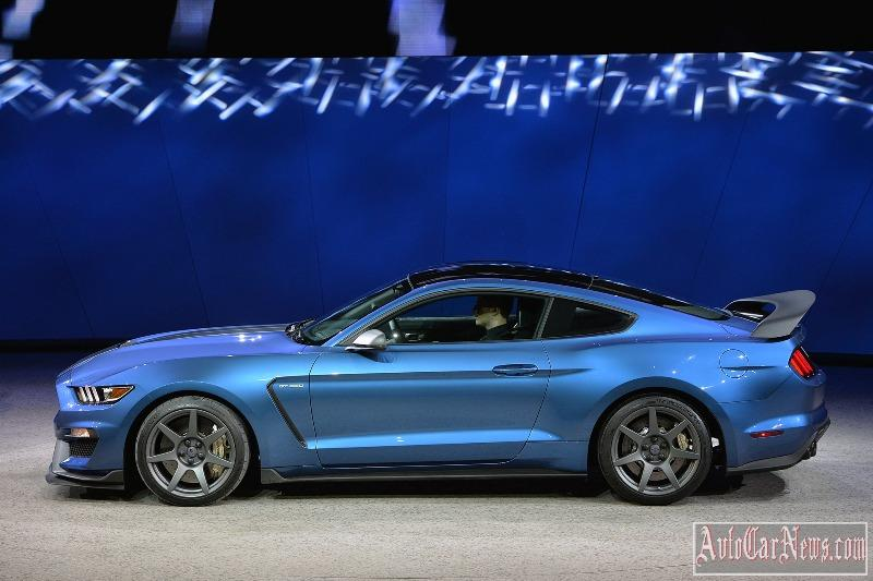 2016-shelby-gt350r-photo-12