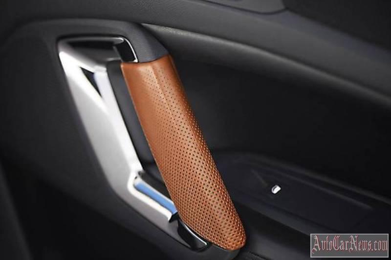 2015_Peugeot_308_R_HYbrid_Concept-02