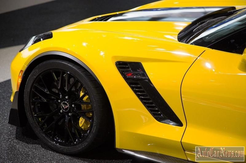 2016_Chevrolet_Corvette_Z06_C7R_Edition-05