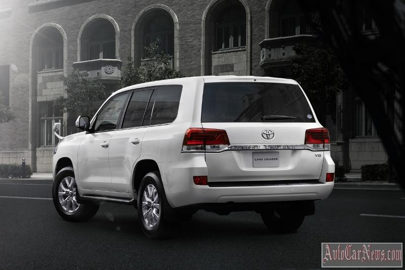2015_toyota_land_cruiser_200_foto-10